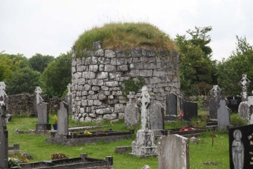Kilnaboy Church, Ruins of a round tower.