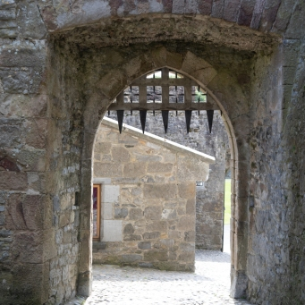 Original porticulis gate at Cahir Castle