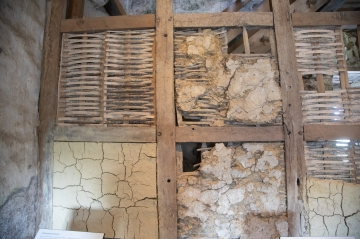 Display of method of wattle and daub used on internal castle walls.